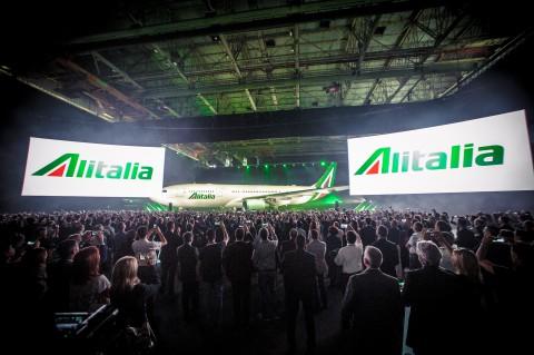 Presentazione nuova livrea Alitalia Danilo Giovannangeli Fotografo matrimoni ed Eventi a Roma - Ostia Book Fotografici in sala pose di 70 metri quadrati
